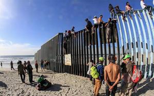 Lanza EUA operación contra tráfico ilegal de inmigrantes