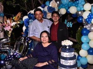 Myrna Falcón celebra su cumpleaños
