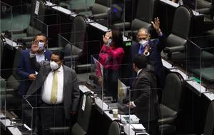Diputados aprueban otra iniciativa presidencial sobre aviación civil