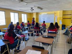 Regresan a clases colegios privados, anuncia director