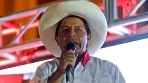 Problemas de salud de candidato ponen en suspenso debate presidencial en Perú