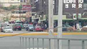 Se aglomeran familias en nevería de Monclova