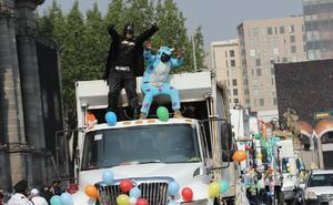Trabajadores de limpia pública realizan desfile