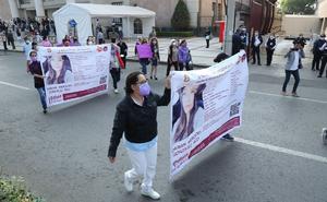 Familiares y amigos de normalista desaparecida realizan protesta