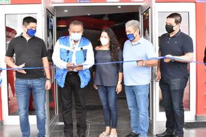 Inaugura alcalde restaurante pese a condición económica