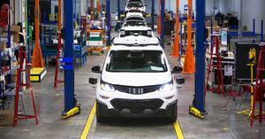 El sindicato del automóvil de EU critica a GM por inversión en una planta mexicana