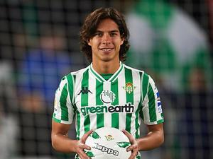 Diego Lainez: No es convocado en el Real Betis frente al Valladolid