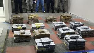 Perú incauta más de una tonelada de cocaína en operación militar en la selva
