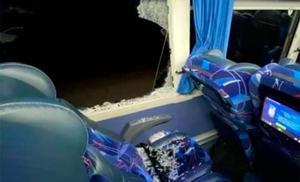 Hombre se arroja por ventana de autobús y muere atropellado en Sonora