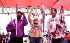 Durazo recibe ritual de purificación y Bastón de Mando de tribu seri