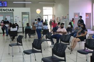 Prohíben a lavacoches realizar trámites a los abuelos en Recaudación en Monclova