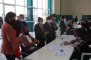 Sin fecha de vacunación antiCOVID-19 para adultos mayores de 50 a 59 en Frontera