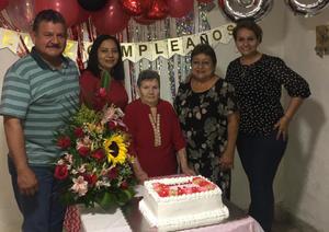 Amparo celebra 86 años de vida