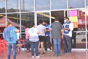 Sin registro para vacuna antiCODIV-19, cientos de obreros de AHMSA