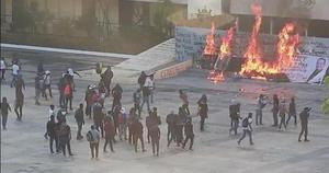 Normalistas de Mactumactzá vandalizan Palacio de Gobierno en Chiapas