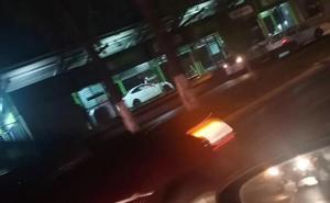 Jóvenes en estado de ebriedad chocan contra estación del Mexibús en Ecatepec