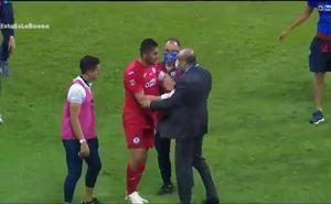 Corona podría ser sancionado por agredir a comisario de la Liga MX