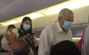 AMLO: Aborda vuelo a Veracruz para encabezar Día de la Marina Nacional