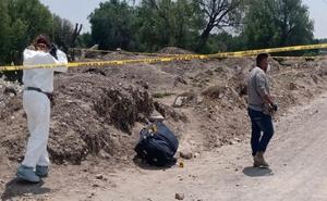 Abandonan cadáver dentro de una maleta en San Bartolo Cuautlalpan