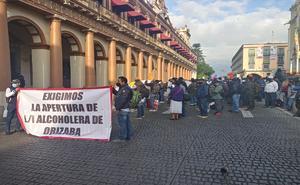 Trabajadores protestan por cierre de fábrica en Veracruz