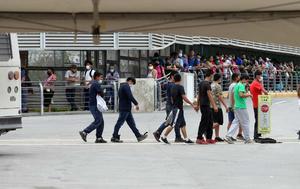 Temen que cierren albergues de niños migrantes en Texas