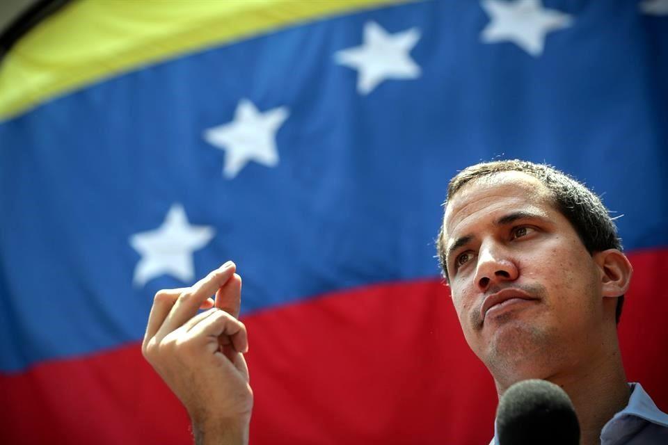 Oposición venezolana denuncia daños al auto de Guaidó por