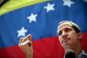 Oposición venezolana denuncia daños al auto de Guaidó por 'impactos de bala'