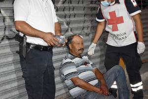 Sale de cantina; y cae de cabeza en Monclova