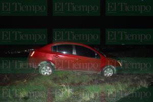 Sale del camino y abandona vehículo en Frontera
