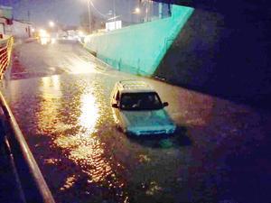Se inunda el paso a desnivel, fallan las bombas de desagüe