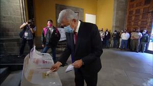 Vota AMLO en la casilla en Moneda 4 cerca de Palacio Nacional