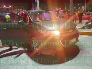 Fuerte accidente en el cruce de Pape y Monterrey en Monclova