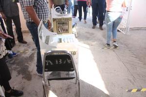 Ciudadanas de Frontera son descubiertas tomando fotos a sus boletas