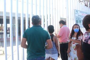 Cierran urnas electrónicas en Frontera pese a las filas de votantes