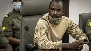 Golpista maliense jura su cargo y promete respetar hoja de ruta de transición