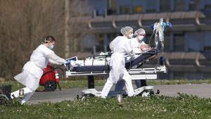 Estados Unidos acumula 597,938 muertos y 33,377,730 contagios por COVID-19