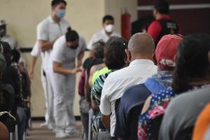 Aplicarán 6 mil vacunas antiCOVID-19 por día en Monclova; hoy iniciaron con segunda dosis