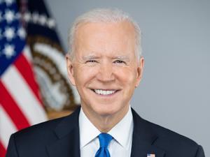 Presidente Biden sorprende con mensaje de graduación a alumnos de Parkland