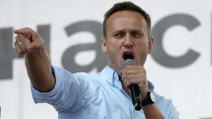 Navalni dice que no se rendirá tras prohibir la justicia sus organizaciones