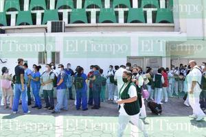 Pacientes desmayadas, suspensión de cirugías y contaminación con moscas en IMSS 7 de Monclova por falta de clima