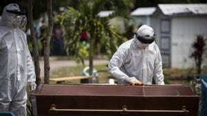 COVID-19: 229 mil 353 las defunciones por coronavirus en México