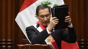 Presidente de Perú expresa preocupación por reformas que promueve el Congreso