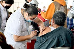 Escaso personal causa tardanza en vacunación