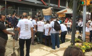 Colocan antimonumento por víctimas del 'Halconazo' en Avenida Juárez