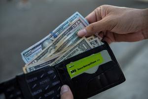 Cuba suspende los depósitos de dólares en efectivo desde el 21 de junio