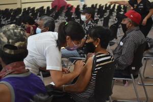 Aplican 1,000 vacunas antiCOVID-19 a rezagados de Monclova