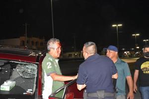 Se le sale una llanta y sufre accidente en Monclova