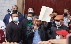 Martínez Neri recibe constancia como edil electo de Oaxaca