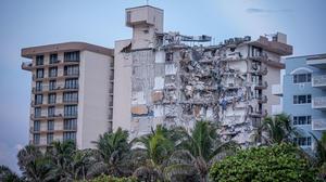 Tras derrumbe de edificio al menos 99 personas se reportan desaparecidas