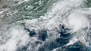 Elsa se debilita en su ruta por el sureste de EU, tras golpear Florida